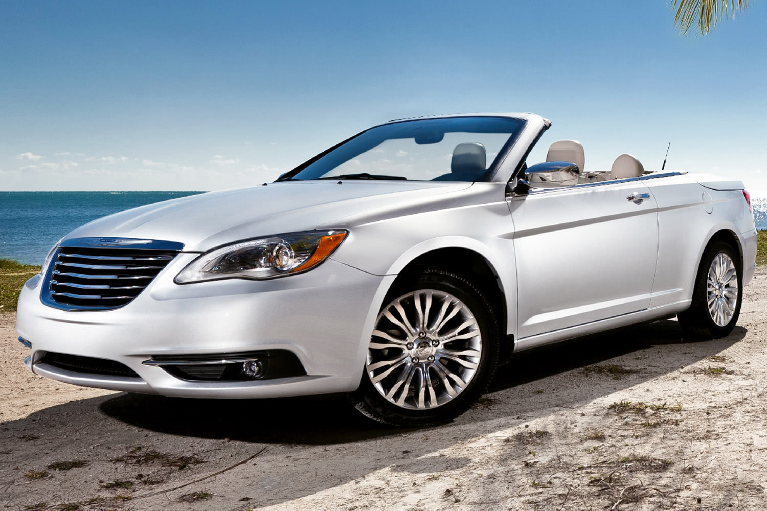 2014-Chrysler-200-Convertible-Front-Quarter-1500x1000