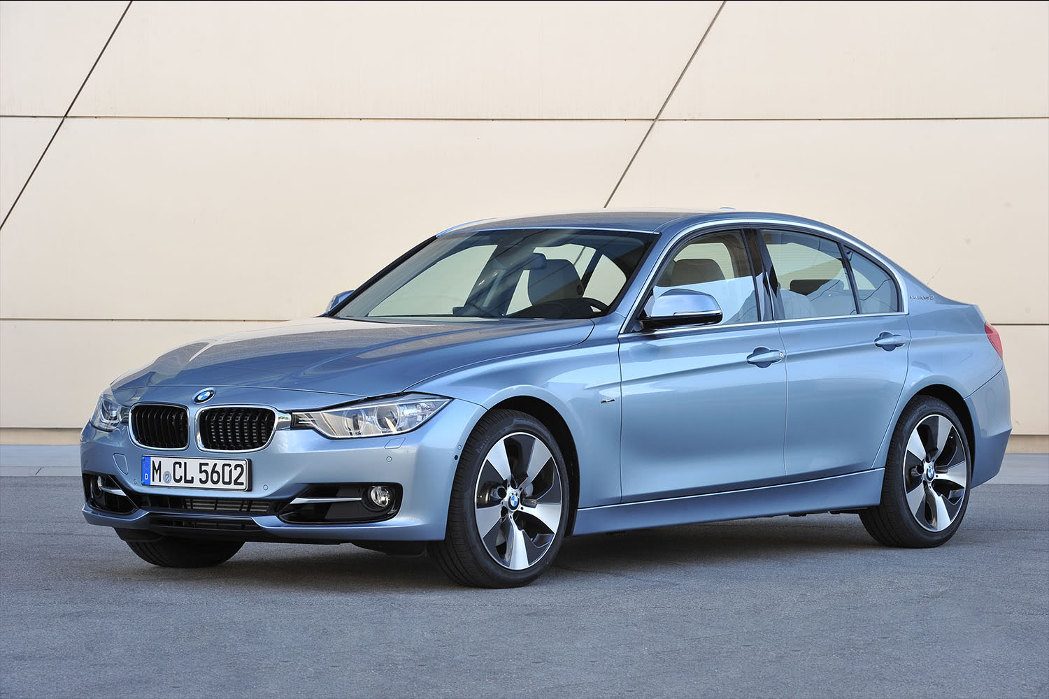 2015-BMW-3-Series-Hybrid-Sedan-Front-Quarter-1500x1000