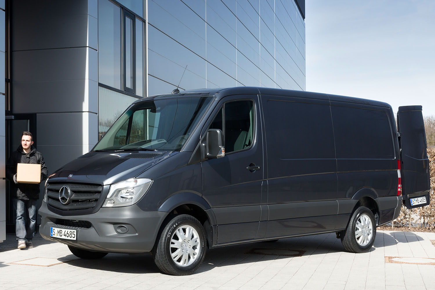 2015-Mercedes-Benz-Sprinter-Front-Quarter-1500x1000