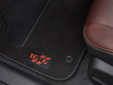 2014-Dodge-Charger-Interior-Detail-3-1500x1000.jpg