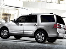 2014-Lincoln-Navigator-Rear-Quarter-1500x1000.jpg