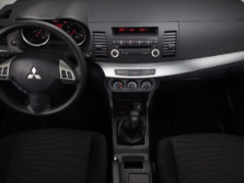 2014-Mitsubishi-Lancer-Sedan-Dash-1500x1000.jpg