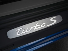 2014-Porsche-911-Turbo-Coupe-Badge-3-1500x1000.jpg