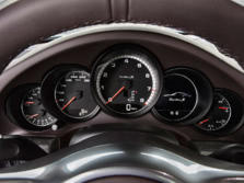 2014-Porsche-911-Turbo-Coupe-Instrument-Panel-2-1500x1000.jpg
