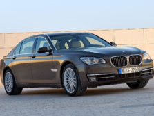 2015-BMW-7-Series-Front-Quarter-4-1500x1000.jpg