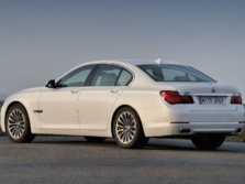2015-BMW-7-Series-Rear-Quarter-2-1500x1000.jpg