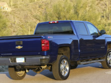 2015-Chevrolet-Silverado-2500-Rear-Quarter-4-1500x1000.jpg