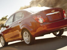 2015-Chevrolet-Sonic-Rear-Quarter-3-1500x1000.jpg
