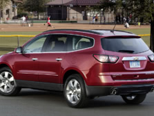 2015-Chevrolet-Traverse-Rear-Quarter-1500x1000.jpg