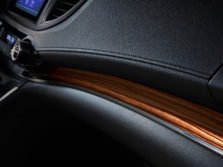 2015-Honda-CR-V-Interior-Detail-4-1500x1000.jpg