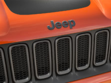 2015-Jeep-Renegade-Badge-6-1500x1000.jpg