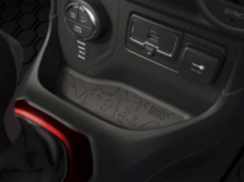 2015-Jeep-Renegade-Center-Console-3-1500x1000.jpg