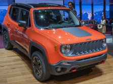 2015-Jeep-Renegade-Front-Quarter-65-1500x1000.jpg