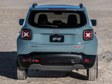 2015-Jeep-Renegade-Rear-5-1500x1000.jpg