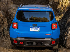 2015-Jeep-Renegade-Rear-6-1500x1000.jpg