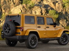 2015-Jeep-Wrangler-Rear-Quarter-7-1500x1000.jpg