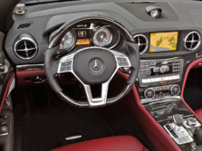 2015-Mercedes-Benz-SL-Class-Steering-Wheel-2-1500x1000.jpg