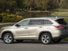 2015-Toyota-Highlander-Rear-Quarter-10-1500x1000.jpg