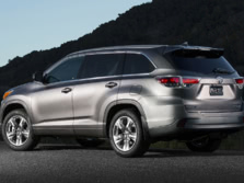 2015-Toyota-Highlander-Rear-Quarter-11-1500x1000.jpg