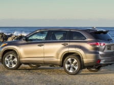 2015-Toyota-Highlander-Rear-Quarter-12-1500x1000.jpg