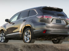 2015-Toyota-Highlander-Rear-Quarter-13-1500x1000.jpg