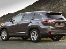 2015-Toyota-Highlander-Rear-Quarter-14-1500x1000.jpg