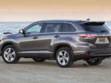 2015-Toyota-Highlander-Rear-Quarter-15-1500x1000.jpg