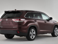 2015-Toyota-Highlander-Rear-Quarter-3-1500x1000.jpg