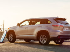 2015-Toyota-Highlander-Rear-Quarter-6-1500x1000.jpg