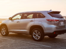 2015-Toyota-Highlander-Rear-Quarter-7-1500x1000.jpg