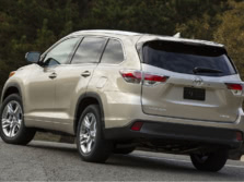 2015-Toyota-Highlander-Rear-Quarter-9-1500x1000.jpg