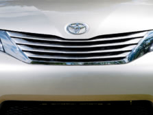 2015-Toyota-Sienna-Badge-1500x1000.jpg