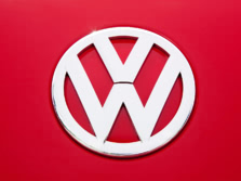 2015-Volkswagen-Beetle-Badge-6-1500x1000.jpg