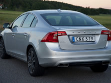 2015-Volvo-S60-Rear-Quarter-2-1500x1000.jpg