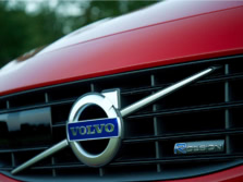 2015-Volvo-V60-Badge-1500x1000.jpg