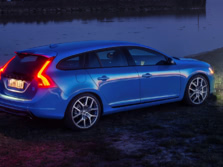 2015-Volvo-V60-Rear-Quarter-2-1500x1000.jpg