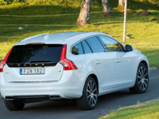 2015-Volvo-V60-Rear-Quarter-3-1500x1000.jpg