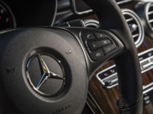 2016-Mercedes-Benz-GLC-Steering-Wheel-Detail-1500x1000.jpg