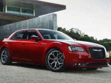 2017-Chrysler-300-Front-Quarter-1500x1000.jpg