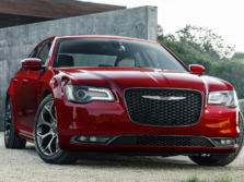 2017-Chrysler-300-Front-Quarter-2-1500x1000.jpg