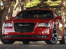 2017-Chrysler-300-Front-Quarter-3-1500x1000.jpg
