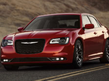 2017-Chrysler-300-Front-Quarter-4-1500x1000.jpg
