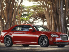 2017-Chrysler-300-Front-Quarter-5-1500x1000.jpg