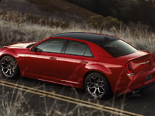 2017-Chrysler-300-Rear-Quarter-5-1500x1000.jpg