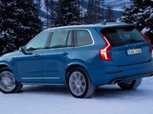 2017-Volvo-XC90-Rear-Quarter-1500x1000.jpg