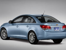 2014-Chevrolet-Cruze-Rear-Quarter-2-1500x1000.jpg