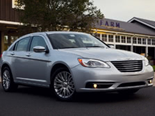 2014-Chrysler-200-Sedan-Front-Quarter-2-1500x1000.jpg