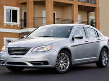 2014-Chrysler-200-Sedan-Front-Quarter-3-1500x1000.jpg