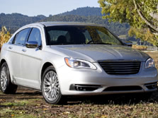 2014-Chrysler-200-Sedan-Front-Quarter-4-1500x1000.jpg