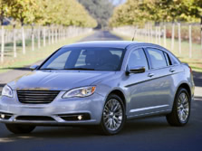 2014-Chrysler-200-Sedan-Front-Quarter-5-1500x1000.jpg